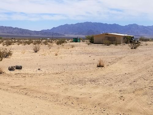 Beautiful Corner Lot With Power : Wonder Valley : San Bernardino County : California