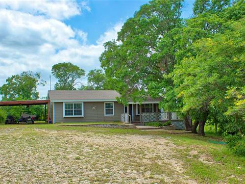 Home With Heavily Wooded Lot Near : Brownwood : Brown County : Texas