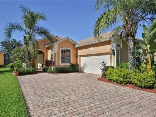 Lake Facing Home in Naples, FL : Naples : Collier County : Florida