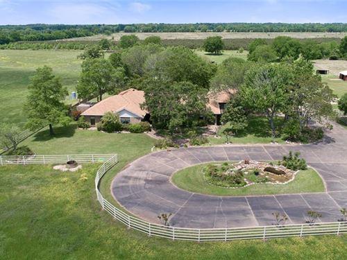 Elaborate Equestrian Estate : Crockett : Houston County : Texas