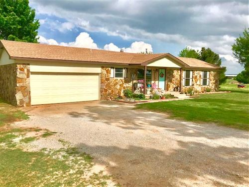 Ranch Style Home on 2-Acres Great : Hinton : Caddo County : Oklahoma