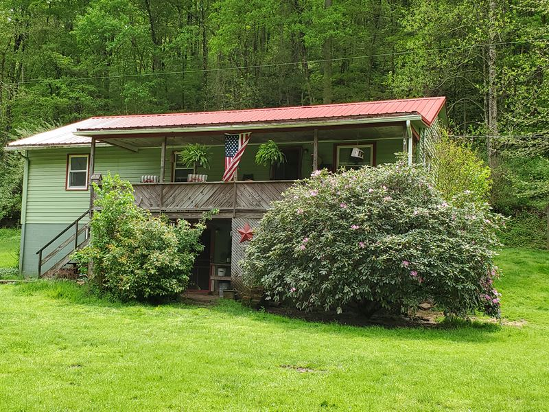 Beautiful Home On Country Setting : Jacksonburg : Tyler County : West Virginia