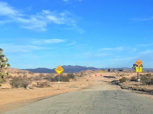 Beautiful 5 Acres With Power : Lancaster : San Bernardino County : California