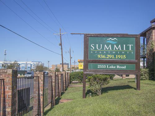 Summit Apartments : Huntsville : Walker County : Texas