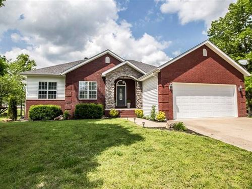 Large Subdivision Home on 2.14 Acr : Poplar Bluff : Butler County : Missouri