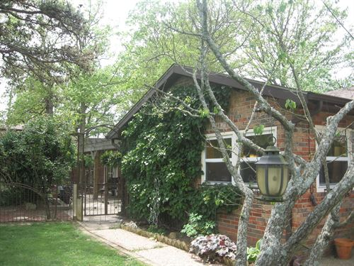 4-Br, 2-Ba Earth Contact Home 10 : Fredericktown : Madison County : Missouri