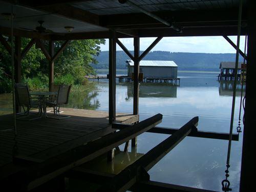 Lakefront Property With Pier : Scottsboro : Jackson County : Alabama