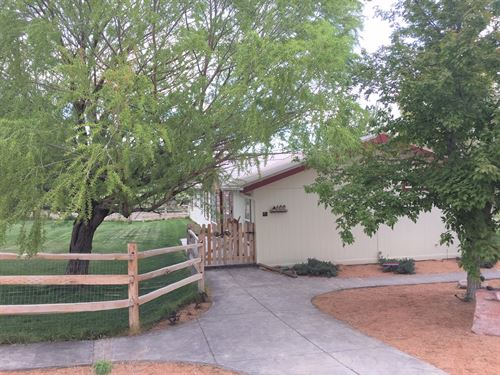 Nicely Maintained Home East : Montrose : Colorado
