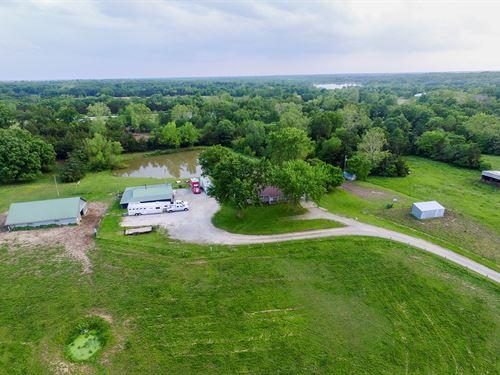 Horse / Livestock Ranch & Home : Columbia : Boone County : Missouri