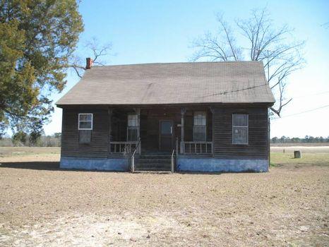 Farm House w/ 165+/- Acres of Land : Troy : Pike County : Alabama