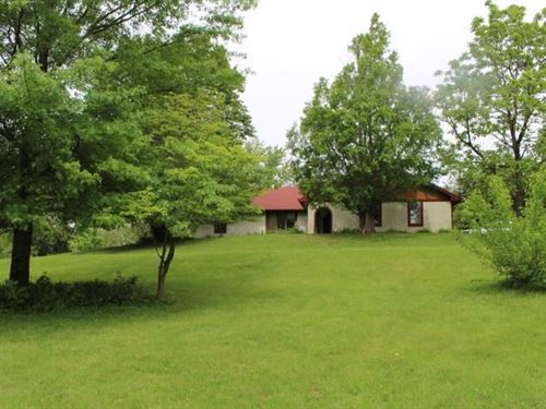 Location, Location 3-4 Bed, 3400 Sq : Saint Joseph : Buchanan County : Missouri