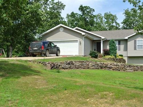 Large Home on 6 Acres For Sale in : Poplar Bluff : Butler County : Missouri