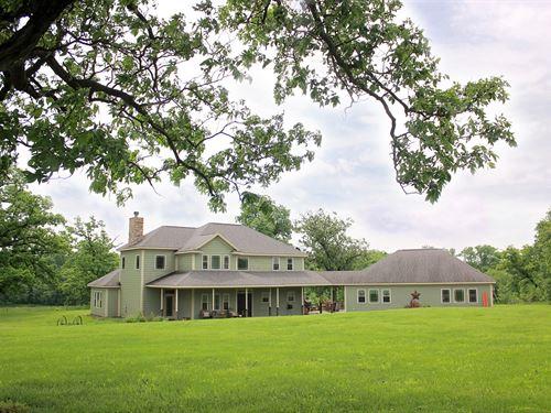 Beautiful Custom Home Almost 6 : Chillicothe : Livingston County : Missouri