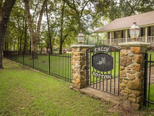 Tally Bottom Ranch With House : Hallsville : Harrison County : Texas