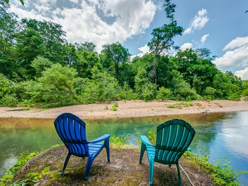 Piney Riverfront Cabin : Bon Aqua : Hickman County : Tennessee