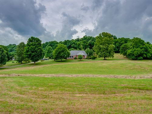 Spectacular Country Home, 19 Acres : Culleoka : Maury County : Tennessee