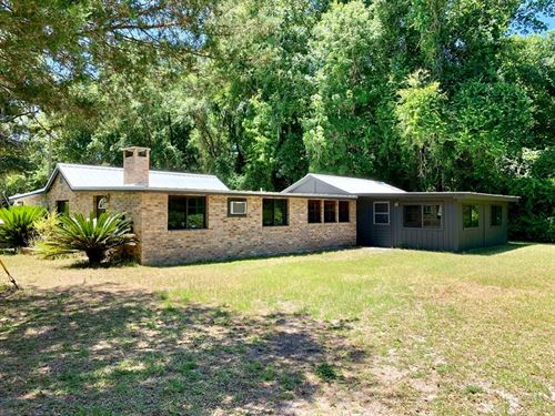 Suwannee River Water Front Home, 3 : Old Town : Dixie County : Florida