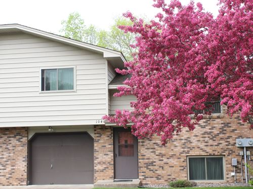 Beautiful Riverfront Townhome : Milaca : Mille Lacs County : Minnesota
