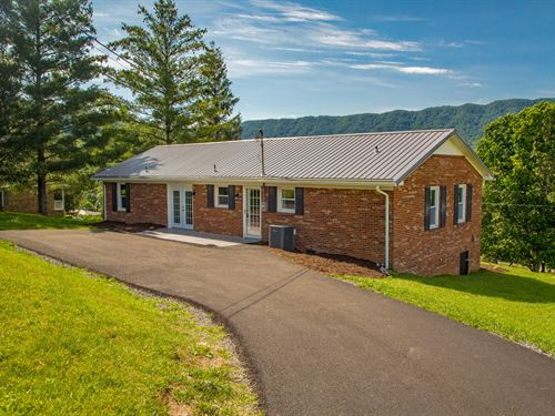Home With Country Feel Located Town : North Tazewell : Tazewell County : Virginia