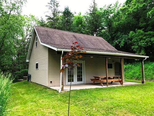 A Cabin In The Woods : Dodgeville : Iowa County : Wisconsin