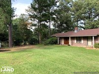 Country Home With 2 Acres & Barn : Kosciusko : Attala County : Mississippi