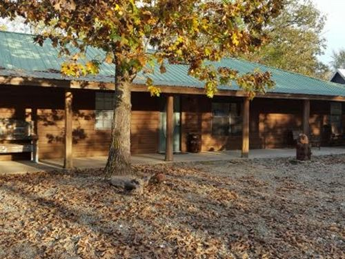 Cabin, Hochatown, Oklahoma- Broken : Broken Bow : McCurtain County : Oklahoma