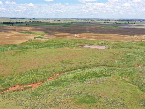1,380 Acres Grassland & Cropland : Buffalo : Harper County : Oklahoma