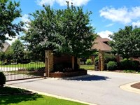 Beautiful Building Lot Gated : Jackson : Madison County : Tennessee