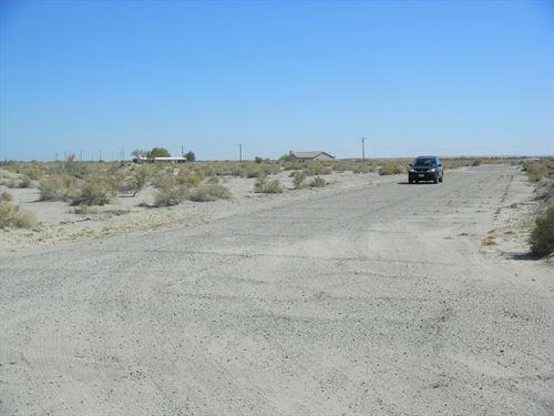 Nice Corner Lot-Rare R-4 Zoning : Salton City : Imperial County : California