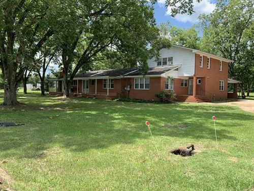 Hunters Special, 6 Bedroom 2 Bath : Aliceville : Pickens County : Alabama