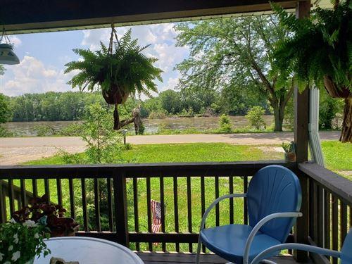 Home/Cabin Des Moines River : Farmington : Van Buren County : Iowa