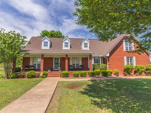 Beautiful Brick Home Great Location : Finger : McNairy County : Tennessee