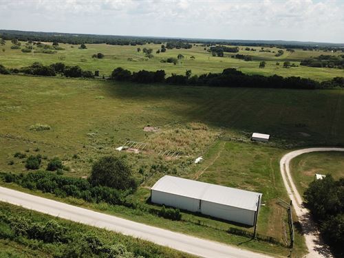 5.001 Acres in Central Texas : Luling : Caldwell County : Texas