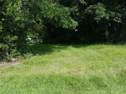 .32 Acre Vacant Lot Located in : Holly Hill : Orangeburg County : South Carolina