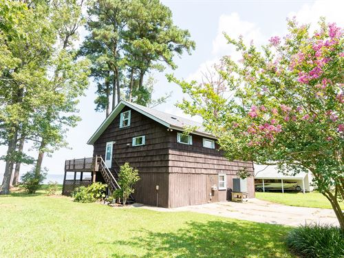 Albemarle Sound-Front Home Close to : Columbia : Tyrrell County : North Carolina