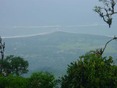 25 Ac, Overlooking Whales Tail Park : San Bosco : Costa Rica