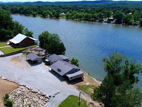 Recreational Riverfront Ranch Perry : Linden : Perry County : Tennessee