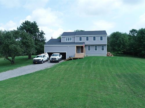Modern Large Colonial On 3 Acres : La Fayette : Onondaga County : New York