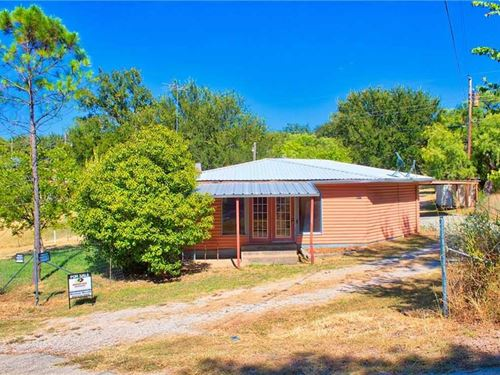 Open Concept Log Cabin : Brownwood : Brown County : Texas
