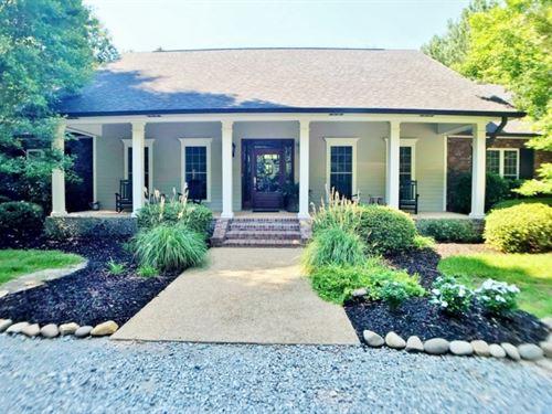 Modern 3 Bed / 2.5 Bath Home, Pool : McComb : Pike County : Mississippi