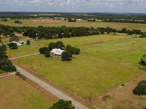 Charming House On 7.72 Acres : Lexington : Milam County : Texas
