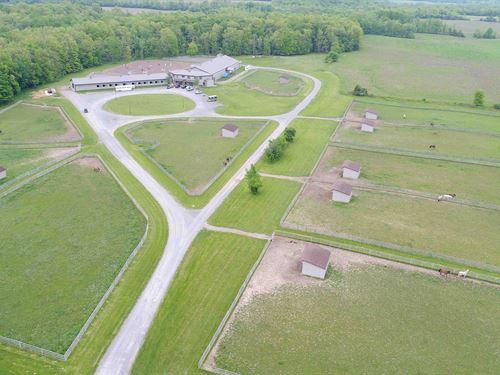 Luxury Equestrian Facility, Homes : Farmington : Ontario County : New York