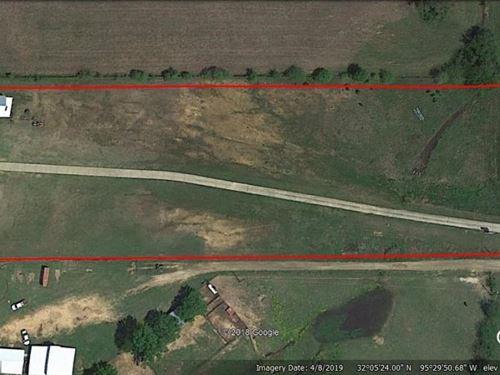 Commercial Building & Acreage : Frankston : Henderson County : Texas