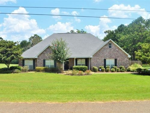 4 Bed, 2 Bath Home For Sale North : McComb : Pike County : Mississippi