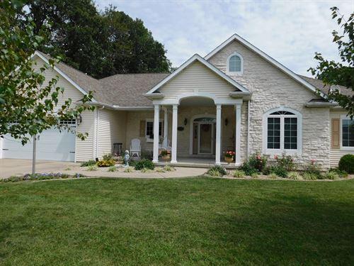 Beautiful 4 Bedroom Custom Home : Pana : Shelby County : Illinois