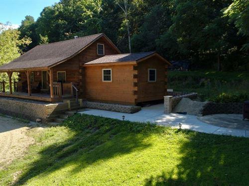 Paramount Trophy Whitetail Camp LA : La Farge : Vernon County : Wisconsin