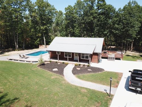 Beautiful Cabin Nestled On 32+/-Ac : Dunlap : Sequatchie County : Tennessee