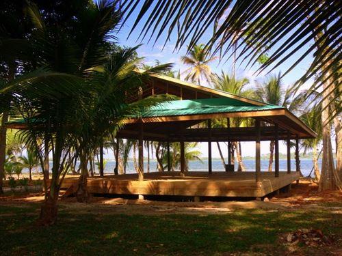Titled Isla Carenero Beachfront : Carenero : Panama