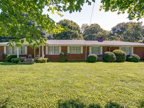 3 Bedroom/2 Bath All Brick Home : Lynnville : Giles County : Tennessee