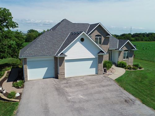 2 Story Home, 3 Acres More Ground : Council Bluffs : Mills County : Iowa